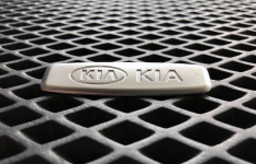 Металлический шильдик KIA
