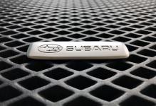 Металлический шильдик Subaru