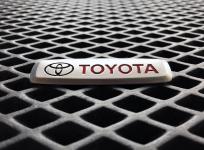 Металлический шильдик Toyota